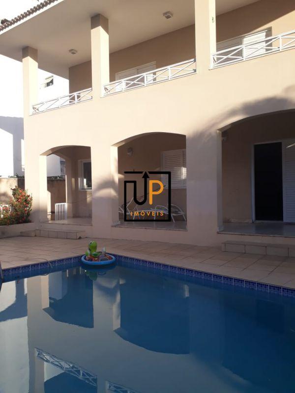 Casa Duplex, 4 quartos sendo 3 suítes com piscina á venda no Costa Azul.