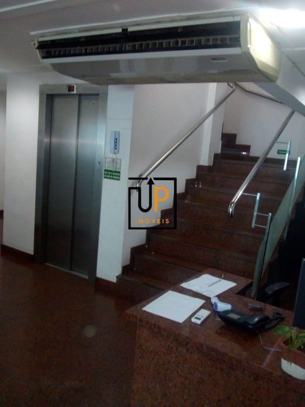 Escritórios com 269,76m2, com  quatro pavimentos totalizando 1079m2,com divisórias, com ar, para locação  na Pituba.