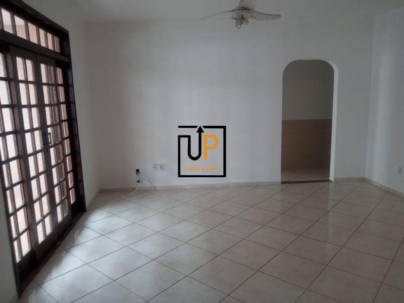 Apartamento de dois quartos para locação no IAPI.